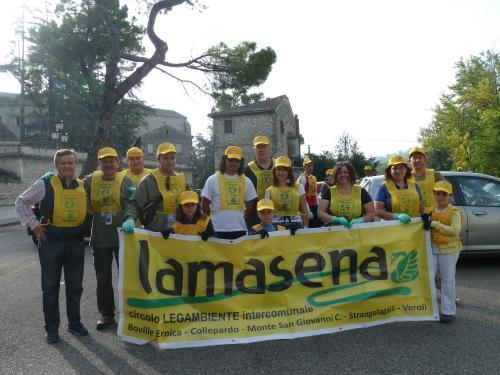 Foto di gruppo di alcuni partecipanti - piazzale dell'Abbazia di Casamari